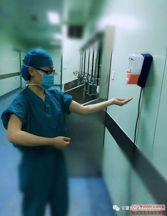 呼市友谊医院手术室的医护人员为什么要穿绿色的工作服?